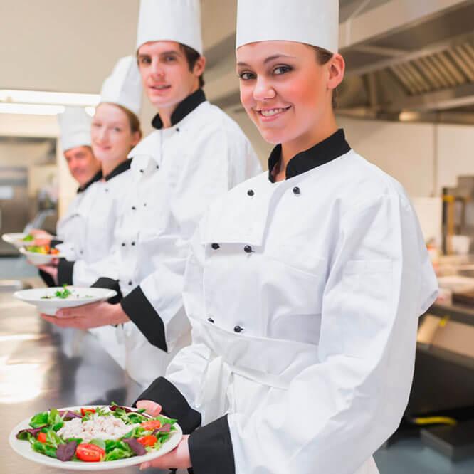 Ausgebildete Köche in der Küche